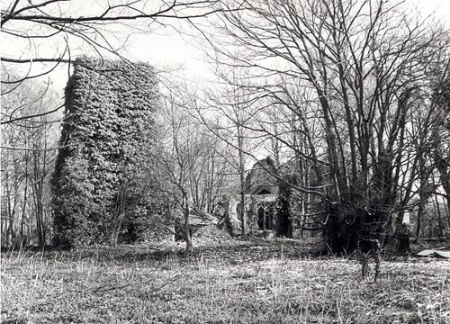 Photograph of the ruins of St Paul's Church, Kempstone, a Late Saxon, medieval and later parish church.