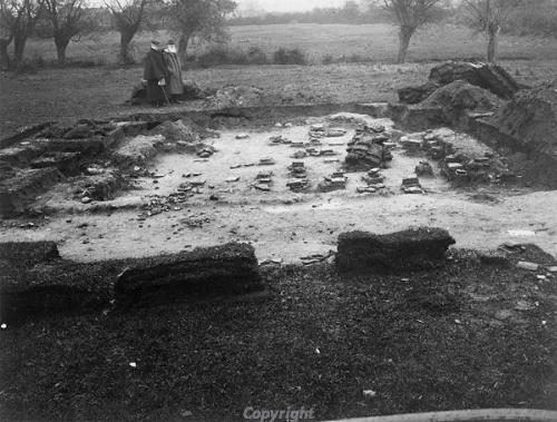 Photograph of excavations at Grimston villa in 1906.
