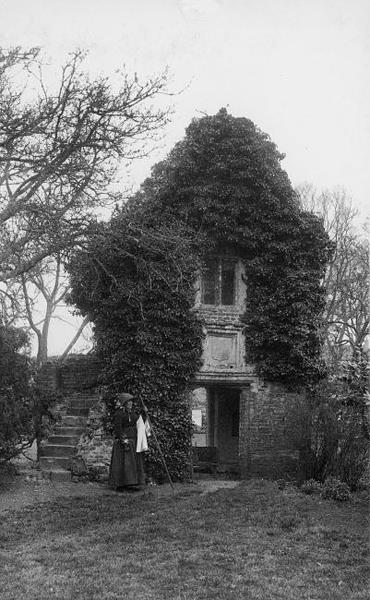 Photograph of a gazebo in the grounds of Gowthorpe Manor, Swardeston. From Picture Norfolk.
