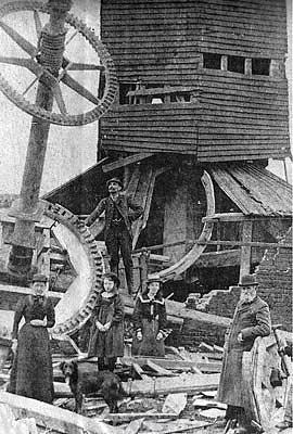Photograph of a mill near Downing Farm, Winterton. Photograph from www.norfolkmills.co.uk