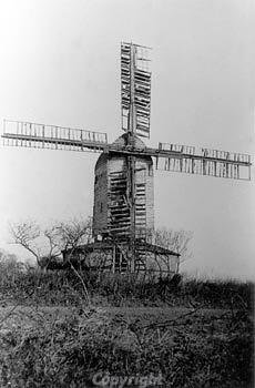 photograph of Yarmouth Road tower windmill. photograph from www.norfolkmills.co.uk