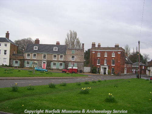 The middle house in the picture is the Admiral's House, dating from the early 18th century and showing the attic dormers and side wings.